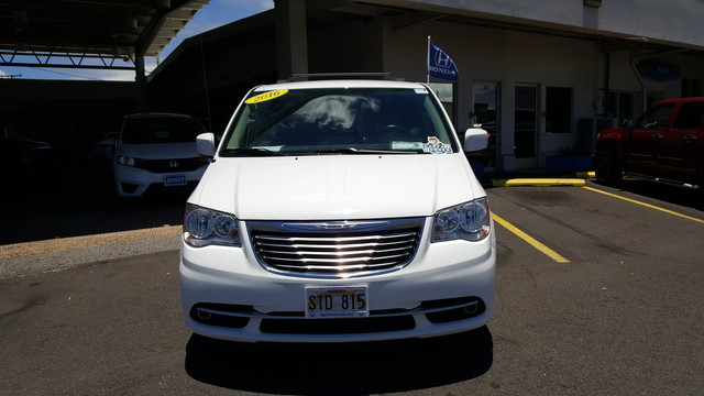 Pre-Owned 2016 Chrysler Town & Country Touring Minivan/Van